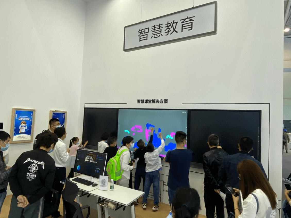 "BOE(京东方)亮相数字中国 ""三驾马车""加速物联网战略转型"
